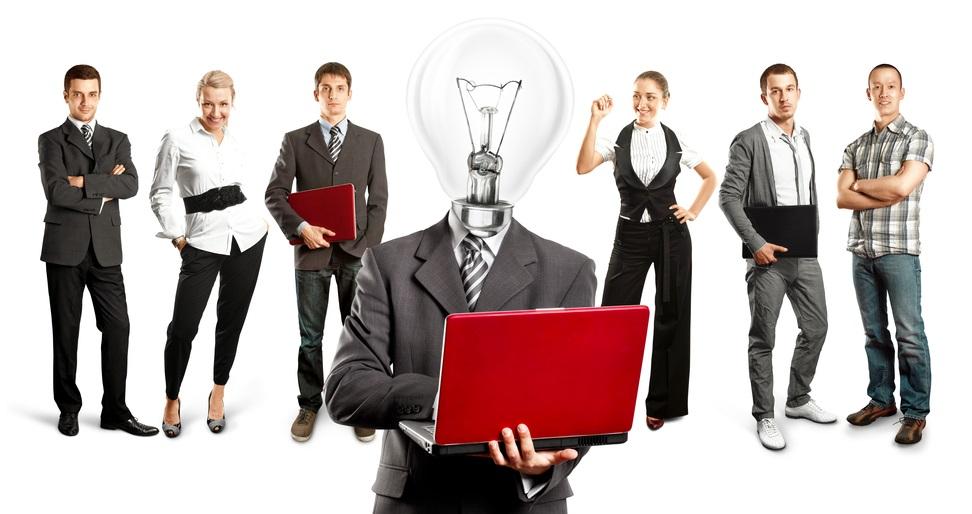 צרו צוות צעיר שיבדוק רעיונות חדשניים בהנחייה של אסטרטג בכיר