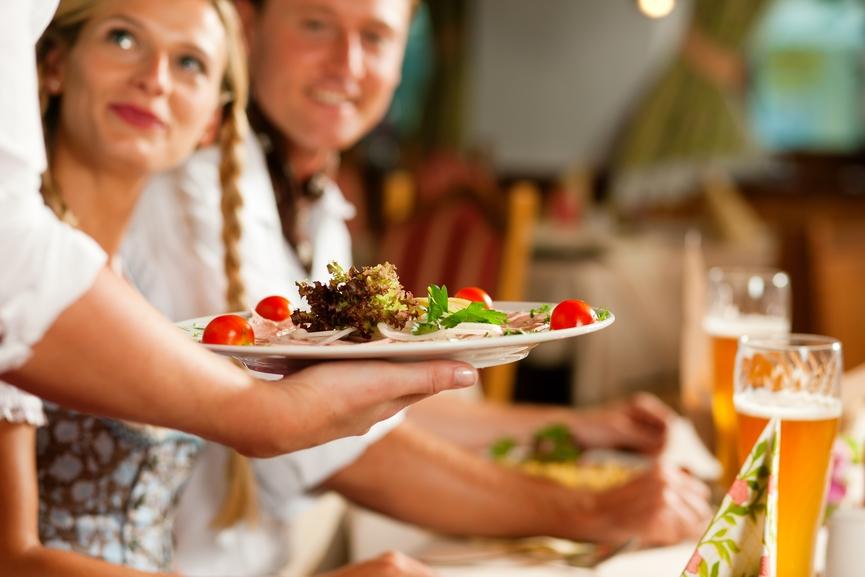 מדיי יום עשרות אנשים נהנים לאכול ולשתות אצלכם
