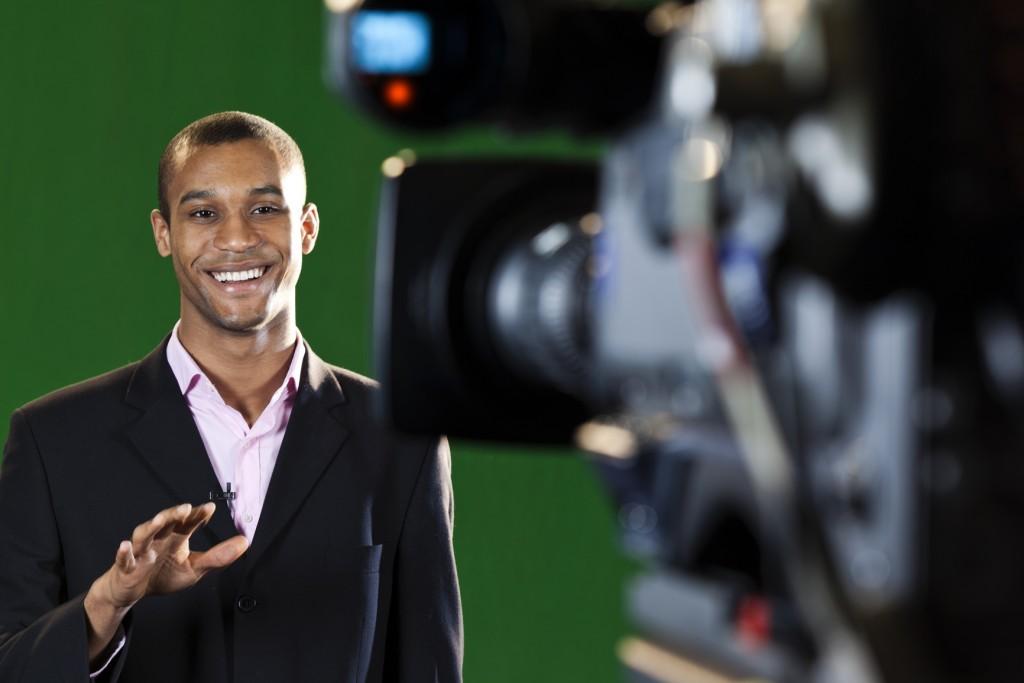 כשאתם יוצרים סרטונים מקצועיים, ההמלצה שלי: לכו לסטודיו מקצועי ושמבין בשיווק עסקים בוידאו!